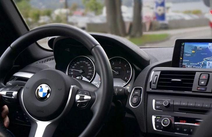 Салон автомобиля BMW