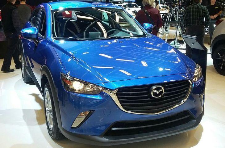 автомобиль Mazda на выставке