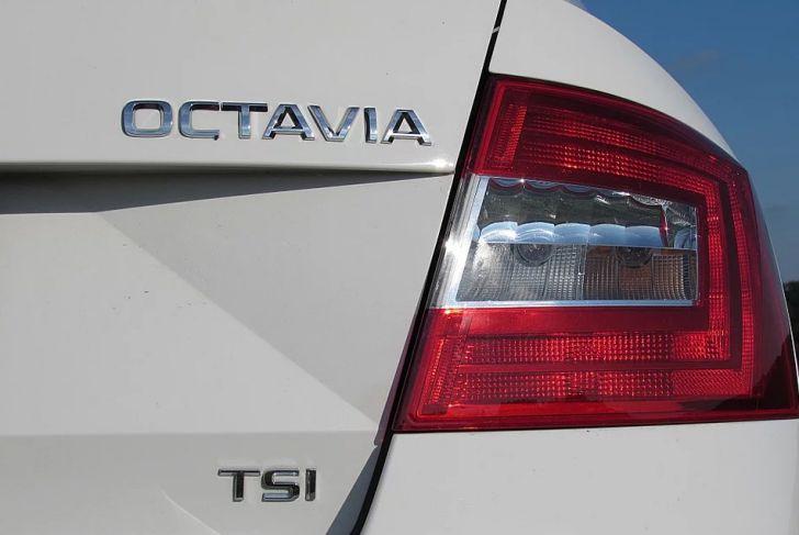 автомобиль Skoda Octavia, задний фонарь