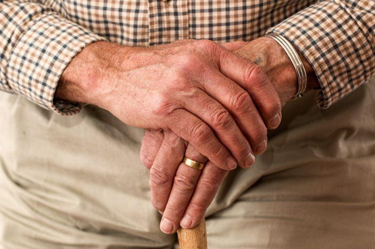 7 привычек пожилых людей, которые должны насторожить детей и внуков