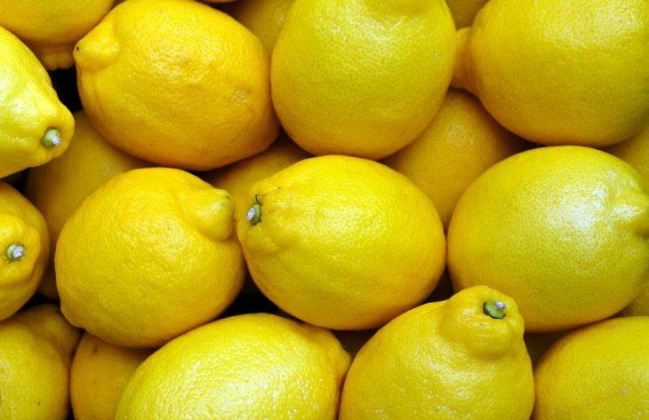 Специалисты сообщили, от каких проблем со здоровьем спасет лимонный сок
