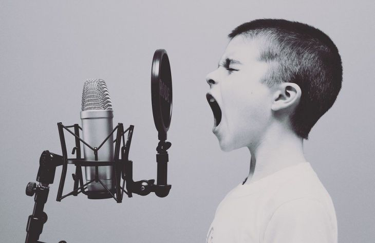 мальчик, микрофон