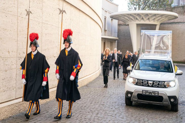 Renault построил Duster для папы римского